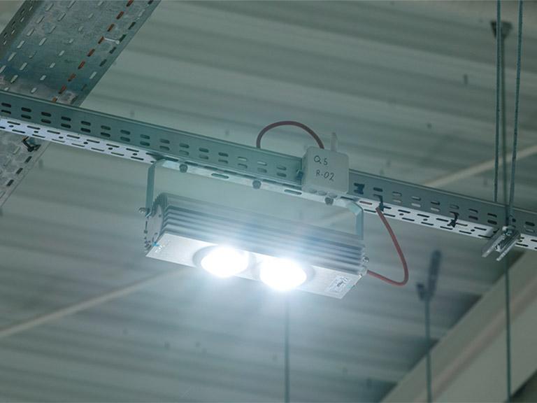 realizacja lampy micoled led em hala pro
